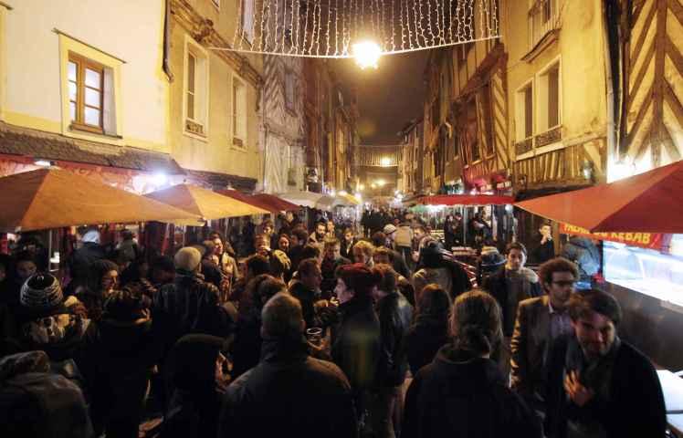 2048x1536-fit_rue-saint-michel-rennes-surnommee-rue-soif-lors-trans-musicales-2014.jpg