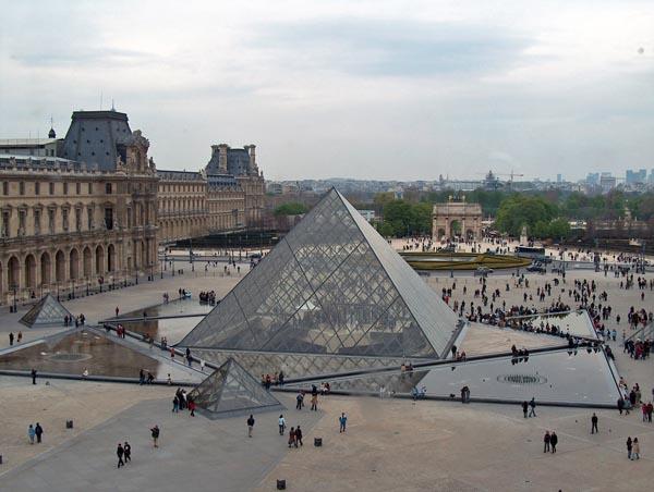 pyramide_du_louvre_1.jpg