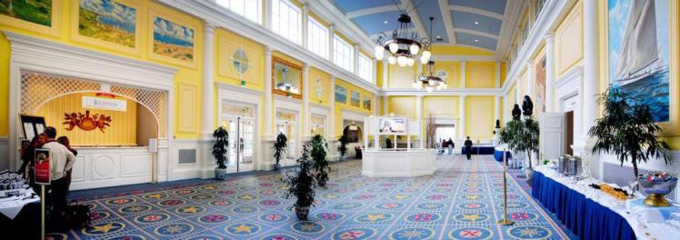 foyer-du-disneys-newport-bay-club_1