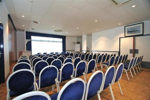 Salle de réunion en théâtre