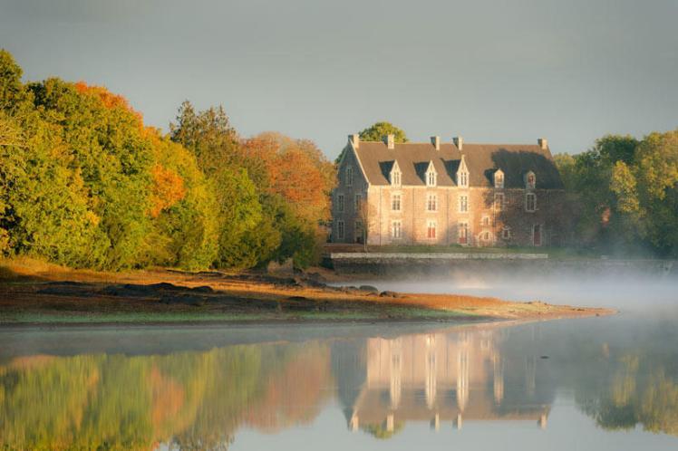 chateau-de-comper-broceliande_large_rwd